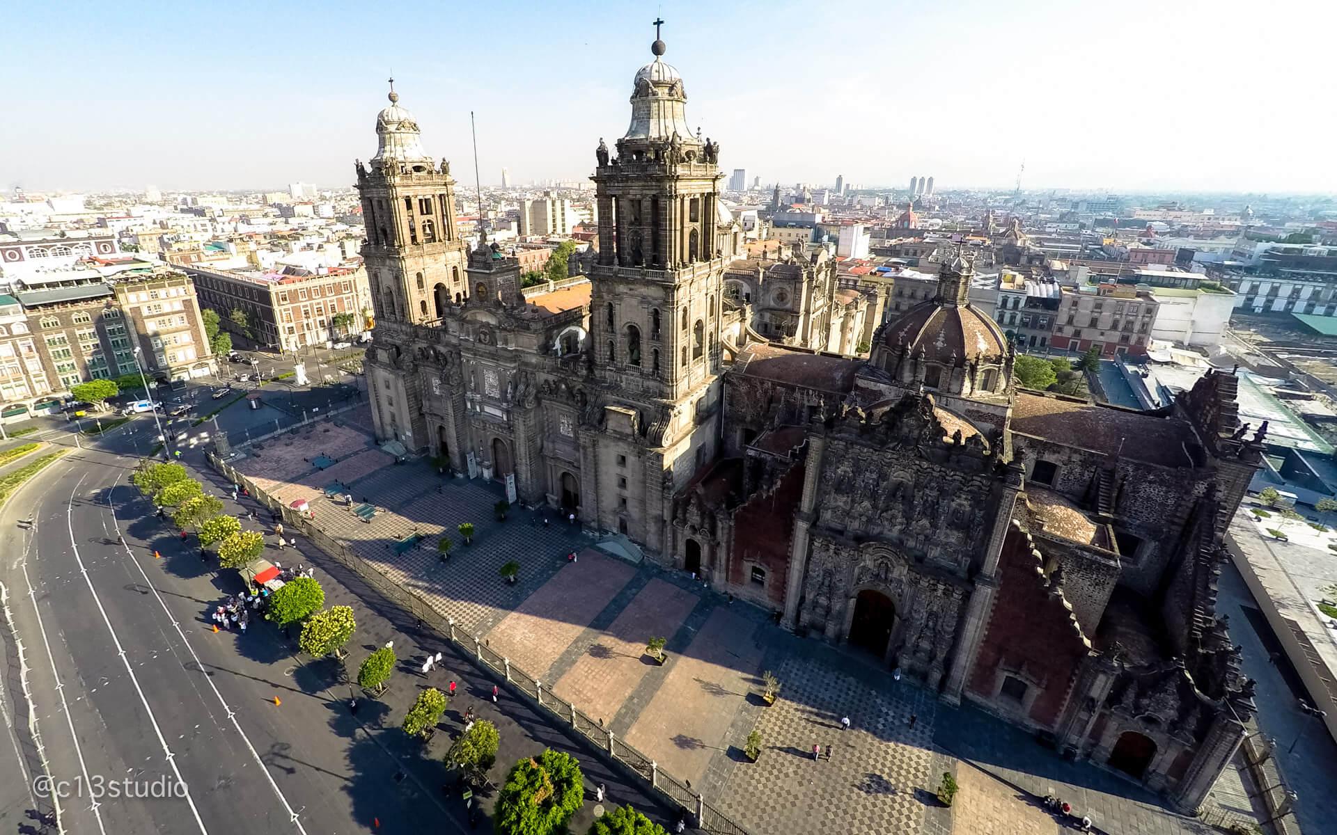 Ninguna lista de los edificios más antiguos de méxico estaría completa sin la mención obligatoria de la catedral metropolitana de la ciudad de méxico